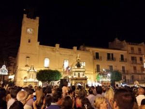 Sant'Angelo e i due ceri votivi in Piazza Progresso