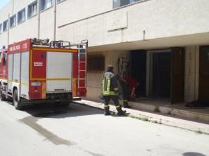 vigili del fuoco al lavoro al Palazzetto