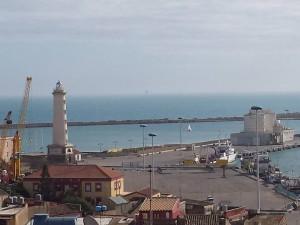 Uno scorcio dell'area portuale di Licata con le torri faro