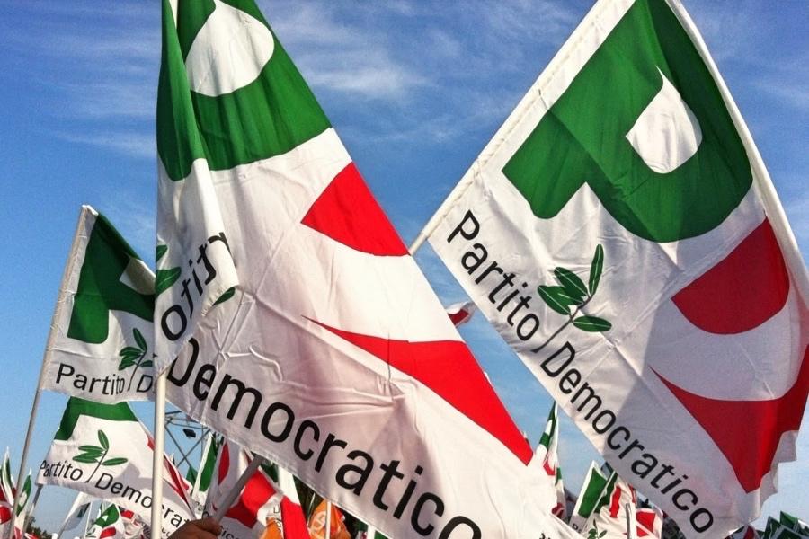 Pd, all'Eliseo Renzi festeggia 10 anni senza Prodi. Ovazione per Minniti